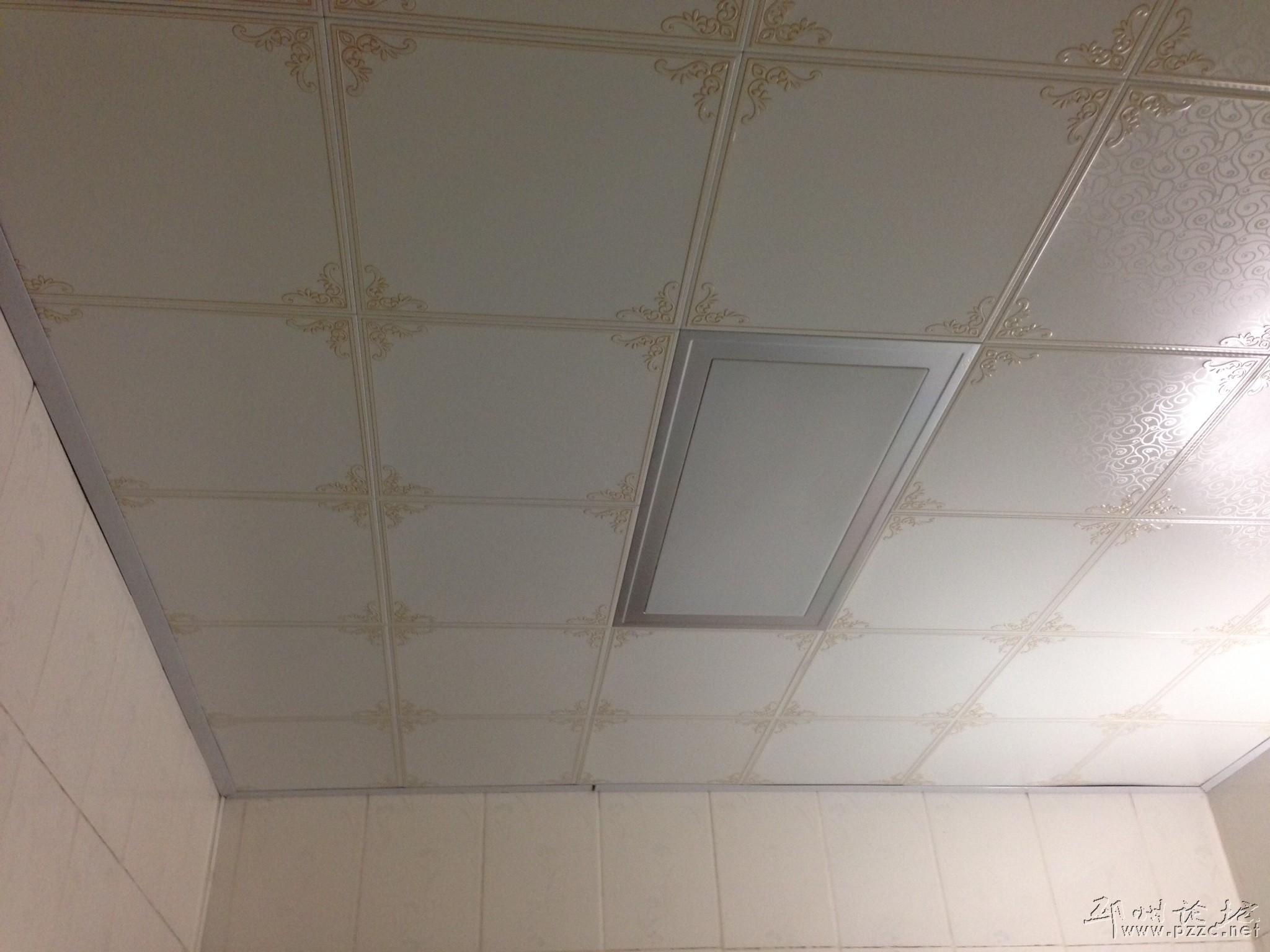 把四周收边条和墙之间的空隙给补上了,目前看来,效果不错,跟专业吊顶