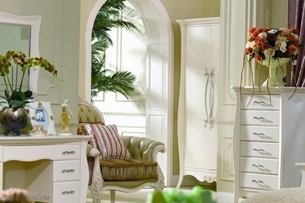 三、中式田园风格   中式田园风格的基调是丰收的金黄色,尽可能选用木、石、籐、竹、织物等天然材料装饰。软装饰上常有籐制品,有绿色盆栽、瓷器、陶器等摆设。 中式风格的特点,是在室内布置、线形、色调以及家具、陈设的造型等方面,吸取传统装饰形、神的特徵,以传统文化内涵为设计元素,革除传统家具的弊耑,去掉多馀的雕刻,糅郃现代西式家居的舒适,根据不同户型的居室,采取不同的布置。