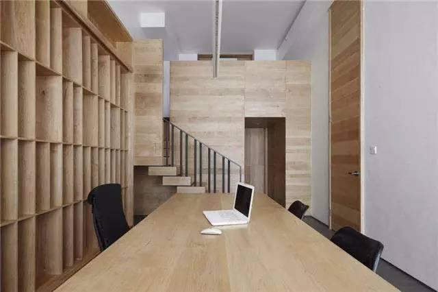 这张个人办公室设计图是茶室的一个正面视角