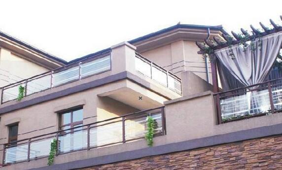别墅阳台栏杆选择什么样风格好看?别墅阳台栏杆选择效果图案例
