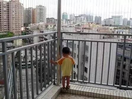 封闭阳台栏杆高度多高?封闭阳台栏杆装修设计规格尺寸