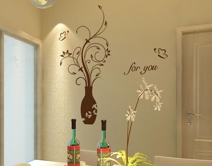室内装修墙面装饰我们一般会在乳胶漆、壁纸和硅藻泥中选择,这三种材料装修墙面的特点和效果各有不同。在业主没有什么更喜欢材料时,到底选择哪一种来装修墙面让很多人都犹豫不决。今天,小编就来从各个方面来为大家好好对比一番这三种墙面装修材料的不同之处,方便大家快捷选择。    一、三种墙面装修材料的概念   乳胶漆:以丙烯酸酯共聚乳液为代表的一大类合成树脂乳液涂料,易于涂刷、干燥迅速、漆膜耐水、耐擦洗性好、比较环保等优点。   壁纸:用漂白化学木浆生产原纸,再经涂布、印刷、压纹或表面覆塑,最后经裁切、包装出厂。
