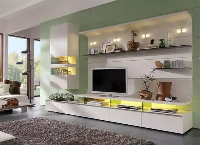 电视与墙面在同一个平面,支架也不会暴露在视线中,整体上更加整洁美观