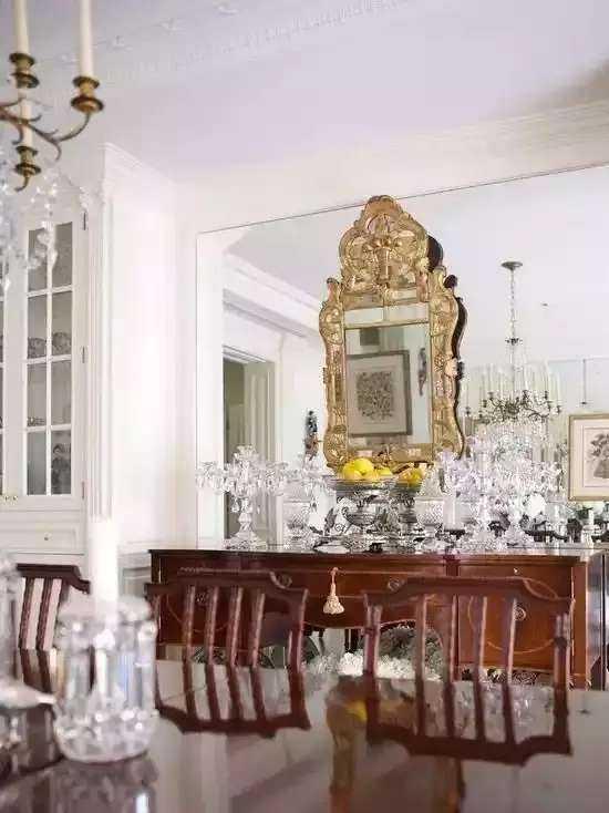 行业动态 客厅用石膏线原来也可以很美     石膏装饰线及装饰花是目前图片