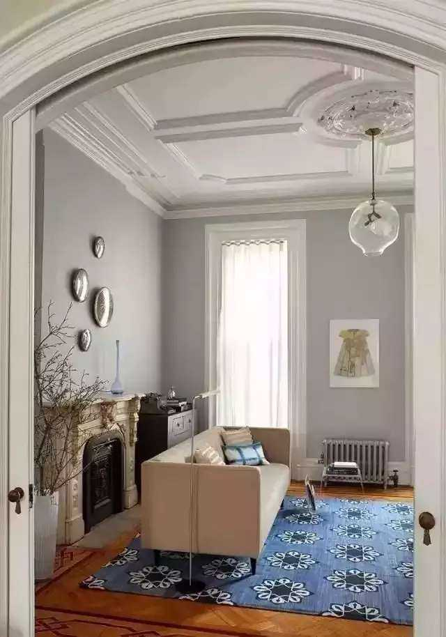 1,石膏线常用室内墙顶结合部,天花板等处的装饰.