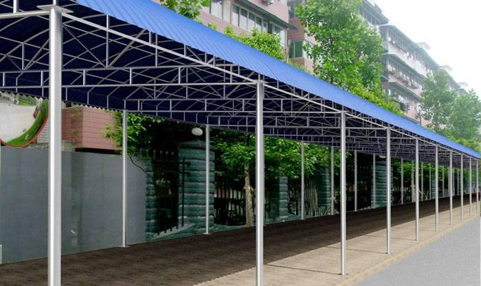 钢结构车棚可分为:彩钢瓦车棚、阳光板车棚、耐力板车棚。而阳光板具有透光性、抗撞击、防紫外线、重量轻、温度适应性、耐候性、防结露、简易方便,不像传统材料那样笨重,在近几年广泛应用于世界各地。    钢结构车棚设计   要建造钢结构车棚,首先就得准备好适量可靠的材料,整个车棚使用的刚的规格分为两种,一种是承重的钢柱,采用的是10cm*10cm的方管,而梁的话要求稍微低一些,采用的是4cm*8cm的方管,然后是车棚的顶部了,许多车棚采用的是塑料顶,我认为这种顶不够结实,所以这里采用的是膜结构,更加结实耐用。