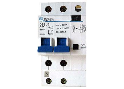 细节十:安装漏电保护器和空气开关的分线盒的工程不