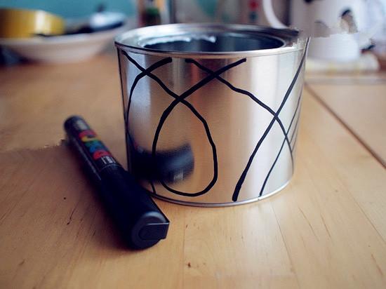 旧铁罐子变费为宝 diy手工制作小花盆       家里用的很多奶粉罐子