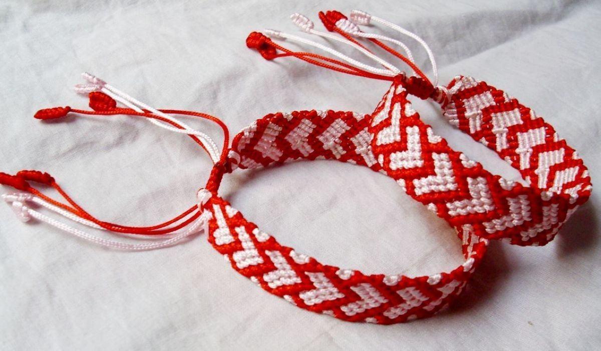 【图】情侣手链的编法大全 情侣手链什么牌子好       在编织团锦结之