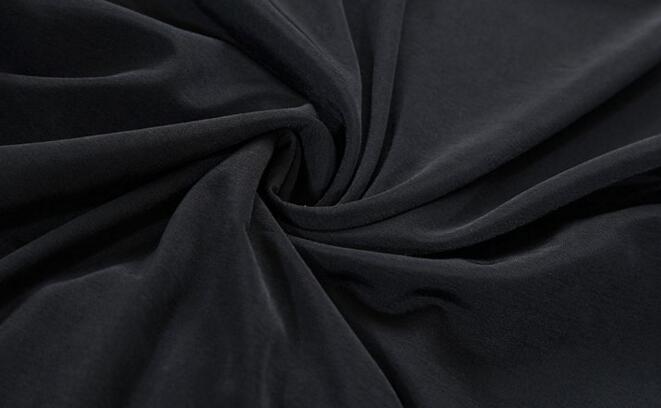 但是人们有一个同样的发现,那就是聚酯纤维材质的衣服在市场上十分的