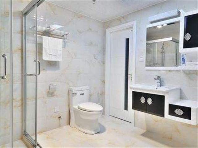 淋浴房:简易的700-2500元,带五金功能的1500-6000元.