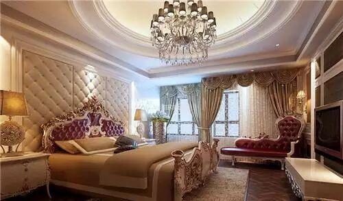 这是一款欧式风格的卧室装修,整个卧室都极力展现着一股高贵典雅