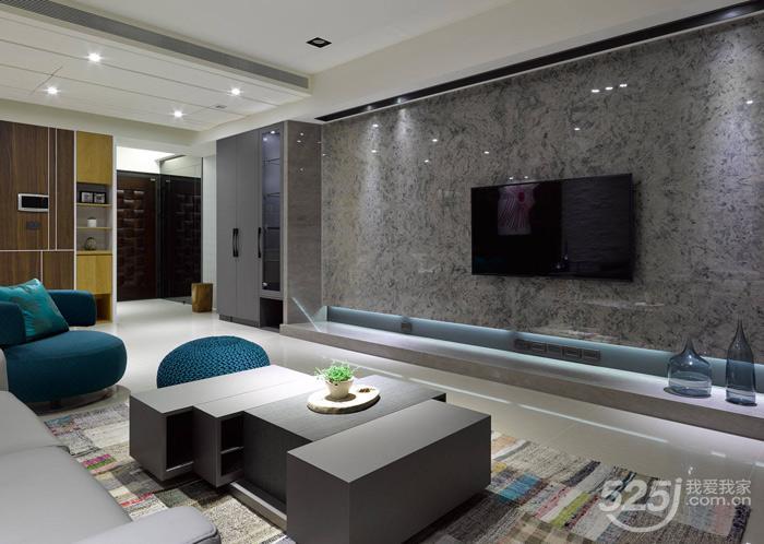 此款客厅电视背景墙使用的材料种类较多,有涂料,大理石,瓷砖,玻璃