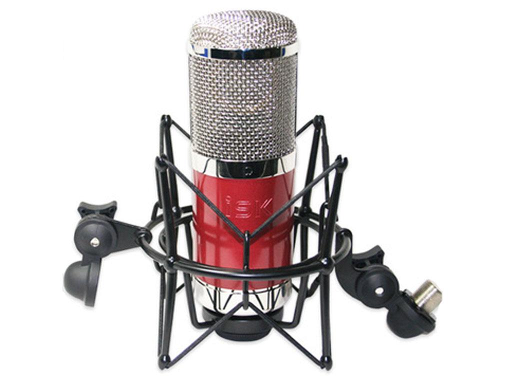 isk电容麦在技术上有了很大的进步,尤其是在喷麦这个问题上isk电容麦通过一个防喷罩,有效地解决了这个问题,所以当我们使用isk电容麦时是不用担心喷麦现象发生的。此外isk电容麦在录制声音的时候,有效地降低了声音失真的程度,所以使用isk电容麦录制的声音是非常完整的。下面我们一起来了解isk麦克风。    isk麦克风怎么样   外观:ISKBM-5000拥有圆饼一样的头部,和录音棚专用麦克BULEBABYBOTTLE小奶瓶长得很像。这款麦克风已经踏进录音棚的门槛了,有些小型录音棚会选择此款麦克风作为