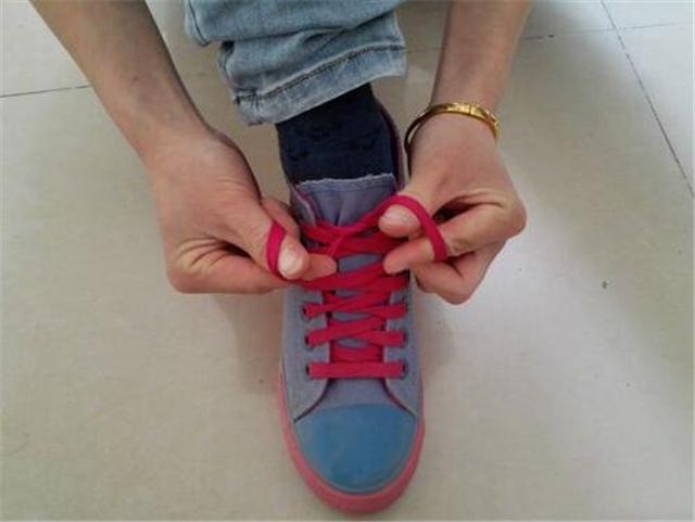 生活小常识:鞋带蝴蝶结的打法 鞋带蝴蝶结的系法图解