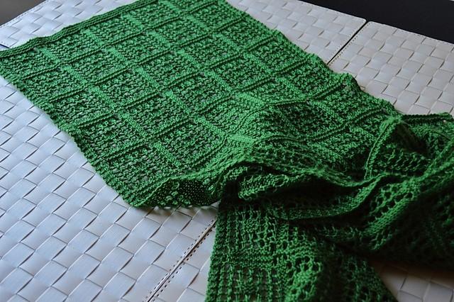 镂空围巾的织法图解       围巾,是冬季我们保暖的一种丝织品.