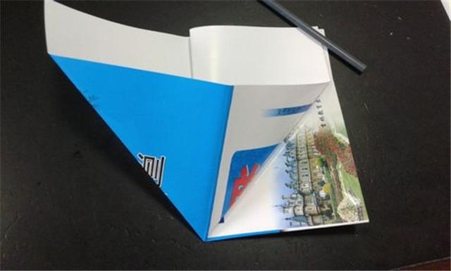 """纸盒我们可以放置一些零散的东西,也能用来当成""""垃圾桶""""图片"""