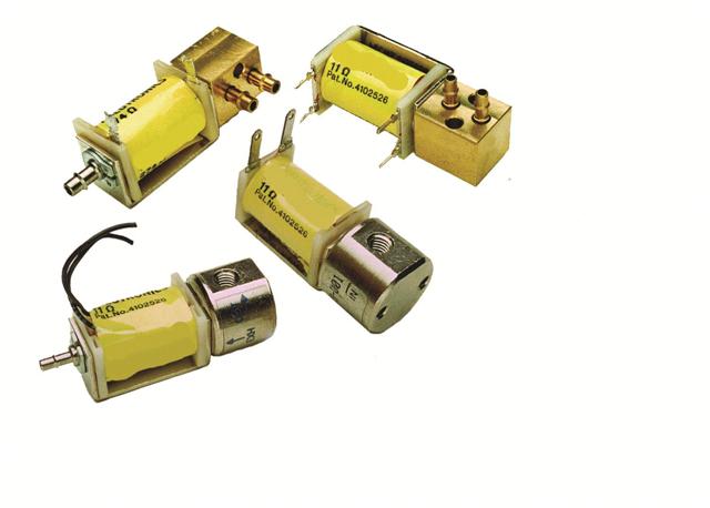 比例电磁阀是新兴的自动化控制执行元件,有多种设计型式,最常见的是一个主阀体加一个先导阀,先导阀内部的阀芯做成带一定锥度的,然后以集成的位移监测装置、驱动装置来控制瞬时油量,达到间接控制主阀油量的目的.接下来小编要给的大家介绍的是比例电磁阀的作用以及比例电磁阀工作原理。    比例电磁阀的特点   1)可实现压力、速度的无极调节,避免了常通的开关式气阀换向时的冲击现象。   2)能实现远程控制和程序控制。   3)与断续控制相比,系统简化,元件大大减少。   4)与液压比例阀相比,体积小、重量轻、结构简
