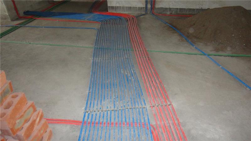 1、开关和插座的安装位置和数量,是布线时应慎重考虑的,原则是宜多不宜少;   2、一般情况下,零线为蓝色,火线为红色,地线为黄绿双色线;   3、每套住宅进户线截面不应小于10平方毫米,这样对普通家庭来说,灯具用1.5平方毫米的线,开关、插座、接地线用2.5平方毫米就可以了,而对于安装空调等大功率电器的线路则应单独走一路4平方毫米的线路。对于整个线路来说,分支回路的数量也不应过少,一般应该是灯走一路、空调走二路、插座走三至四路。这样做的好处是,一旦某一线路发生短路或其他问题时,停电的范围小,不会影响其