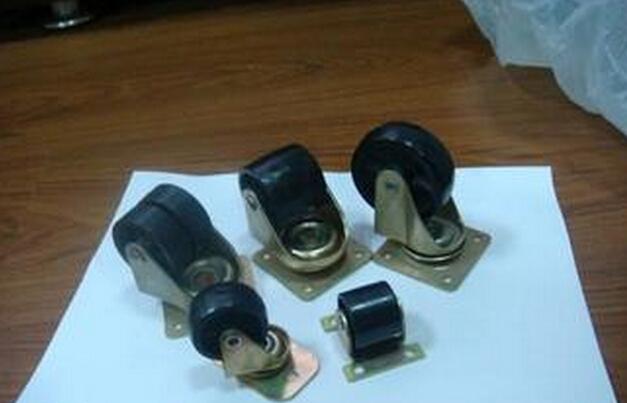 温控器:是用来调节和控制机器的温度.