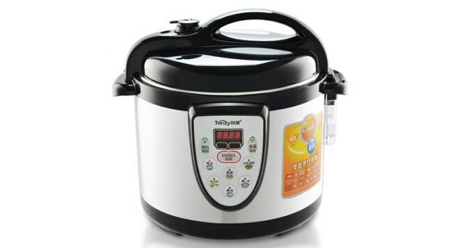 创迪电压力锅哪款好:   1、创迪YBD20-60C电压力锅高电压锅迷你2L   参考价:¥683   这款电压力锅是经过多名的专业人士和技术人员经多年研发而成的一款新的产品,拥有多份的电压力锅的专利书。内置的巨热内胆可以达到高效节能的作用,使做出的米饭玲珑光滑。表面运用氧化处理技术使得电压力锅可以长久使用。从里面做出的食物可以保持实物的原汁,原味无论你是单身或者是有家庭的都是非常的适合。   2、创迪(Tredy)YBW50-90A3电压力锅   参考价:¥918   对于一些爱制作小甜品的人来说,