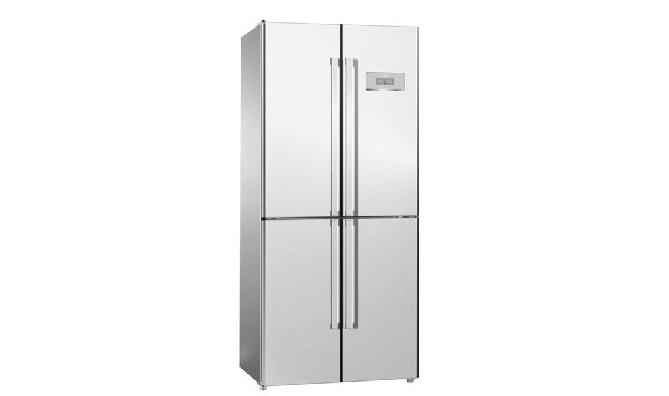 美菱冰箱特点   1、外观设计相当时尚、高贵,采用镜面玻璃,价格不高却身份不凡。   2、拥有节能保压技术、自动感温控制两项专利技术。   3、自身具有气囊式门封条、合理参数配置、合理匹配发泡层、丝管式蒸发器、高效节能压缩机等五大优势功能。   4、VC控温保鲜:冰箱工作时会持续释放VC活性因子,可以延缓蔬果新陈代谢,防止其自行催熟。   5、纳米除菌:除菌功能相当强大,采用新一代纳米抗菌材料,有效抑制细菌滋生。   6、采用国际最先进的压缩机:采用CDP值高达1.