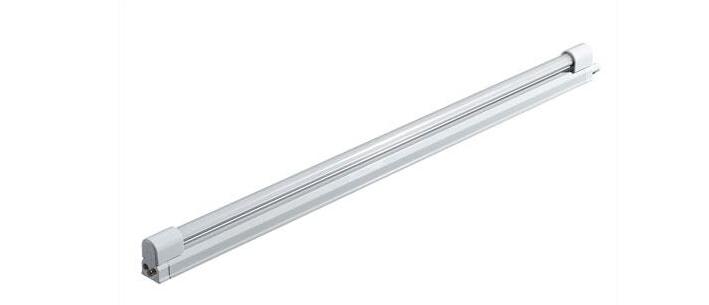 镇流器是与日光灯管相串联的一个元件,实际上是绕在硅钢片铁心上