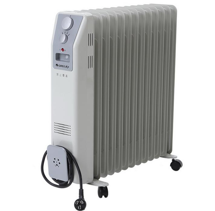 电热油汀取暖器:   又叫充油式电暖器。这种电暖器体内充有新型导热油,当接通电源后,电热管周围的导热油被加热,然后沿着热管或散片将热量散发出去。当油温达到85时,其温控元件即自行断电。这种电暖器导热油无需更换,使用寿命长,售价一般在400~500元之间。适合在客厅、卧室、浴室、过道及有老人和孩子的家庭使用,具有安全、卫生、无尘、无味的优点。缺点是散热慢、耗电多。油汀散热片有7片、9片、10片、12片等,可通过选择散热片的多少来调功率的大小,功率越大,热量越高,使用功率在1200瓦左右。所以对热量有不同