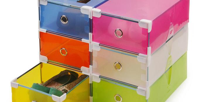 家居diy:如何用鞋盒做收纳盒   怎么样才能利用鞋盒制作收纳盒呢?为什么要用鞋盒制作收纳盒呢?因为旧鞋盒质地较硬,很适合用它制作收纳盒,而且方法简单,只用一个旧鞋盒就可以完成。这样实用成本又低的收纳盒你不想做一个吗?放在书桌上收纳杂物、摆到茶几上收纳零食、套上塑料袋还可以当做小小垃圾桶;鞋盒制作收纳盒的过程非常简单只要你有鞋盒,只要你有创意,就能发挥鞋盒制作收纳盒的最大作用。   鞋盒制作收纳盒不仅环保,我们还拒绝浪费。鞋盒制作收纳盒用到的材料非常有限:鞋盒,剪刀,胶水,以及你的创意。鞋盒制作收纳盒