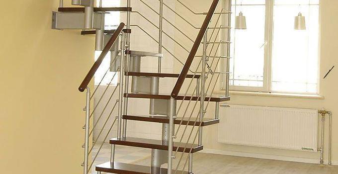 板式楼梯由梯段,横梁体和平台三部分组成,楼板是一块斜板,板的两端图片