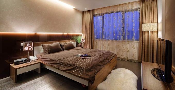 2,卧室挂画可以是花鸟鱼虫等风景图案,尤其是花卉类,能够陶冶情操.