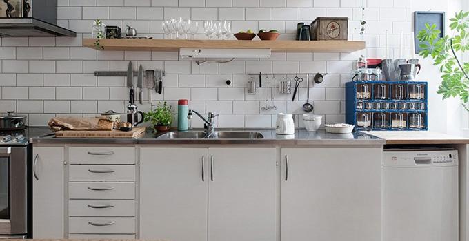 厨房装修设计1,水池与灶台不在同一操作台面上或距离太远.图片