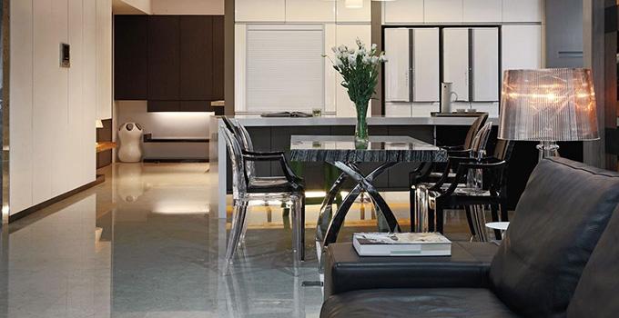 厨房的装修布局一定要科学合理,水池与灶台的位置不能太远也不太近,灯光一般安装整体照明灯和局部照明灯,各种厨具的放置一定要方便快捷。   要从每一个细节着手。其实,良好的室内空气需要用心的经营,无论是在装修过程中,还是后期家具的选择,以致最后室内污染的治理,都值得重视。   白水泥在粘贴牢度和硬度不如填缝剂好,而且抗变色能力也不如填缝剂。建议网友们在家装时,最好选用填缝剂,瓷砖铺贴需留缝隙,砖留缝的大小一般来说应该在1-1.