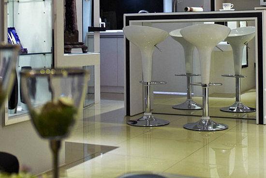 厨房里设计一个吧台 生活可以过得这样舒适