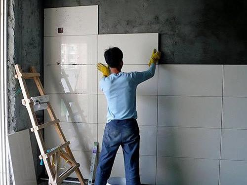 贴瓷砖粘合剂有效果吗 贴瓷砖业主要注意什么