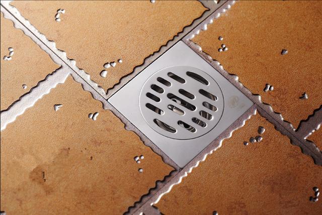 ×2地漏设计离卫生间门太近:要让卫生间的最低点远离卧室的木地板