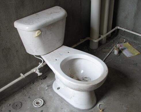 卫生间装修是先贴瓷砖还是先装马桶?