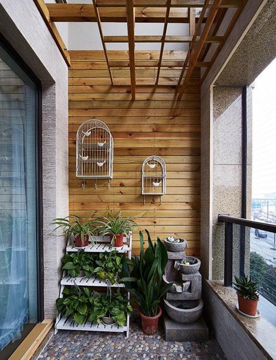喜欢养花鸟的,阳台就可以装修设计成这样了,放一个花架,在