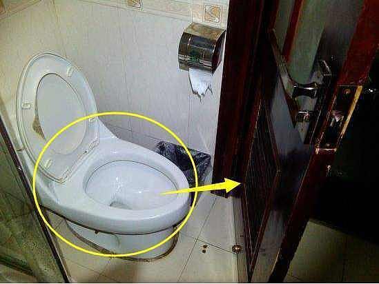 小卫生间还装平开门?聪明人这样设计,美观又实用!