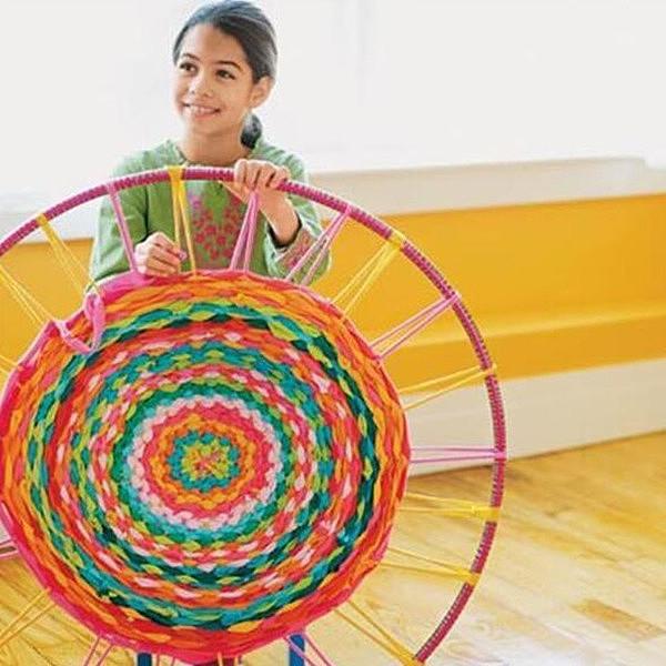 家居DIY:家里不用买地毯,旧衣服编织地毯教程
