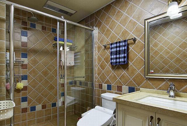 卫生间隔断装修是用玻璃好还是砌墙好 一起来了解一下吧!