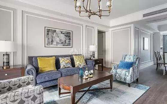 客厅不要做电视墙了,如今有钱人都这样装修,美观大气又实用!