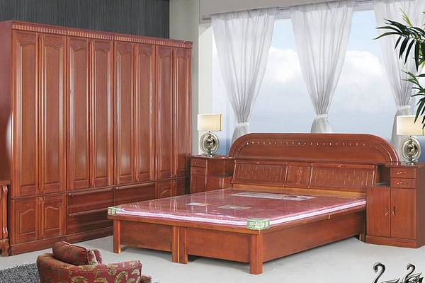 如何保养实木家具 用什么保养实木家具
