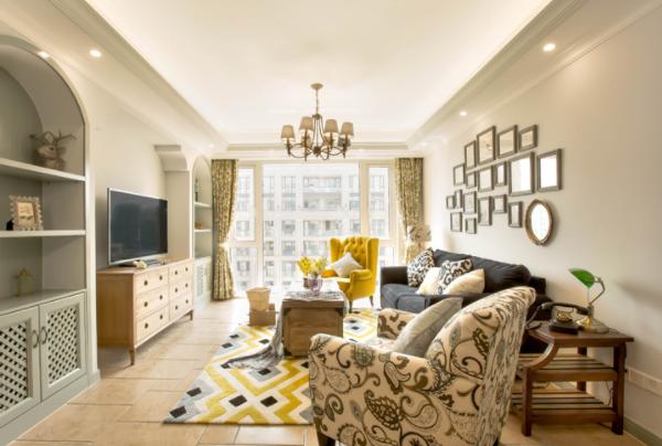 现代简约风格的客厅适合装什么样的灯