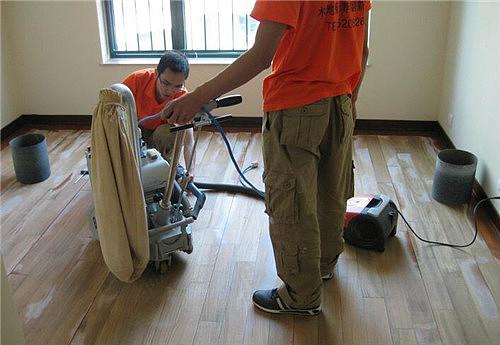 旧实木地板翻新怎么做 木地板如何保养
