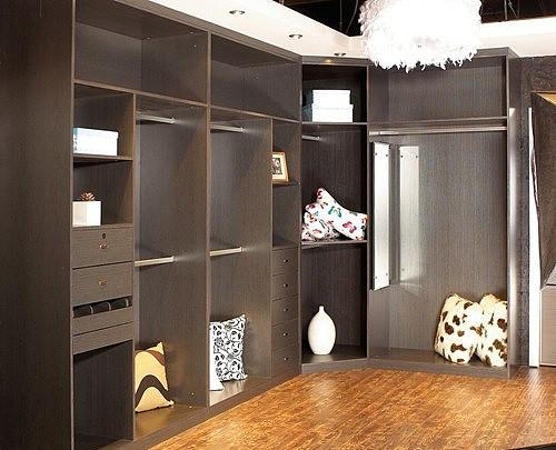 打衣柜用什么板材好 打衣柜与买衣柜哪个比较好