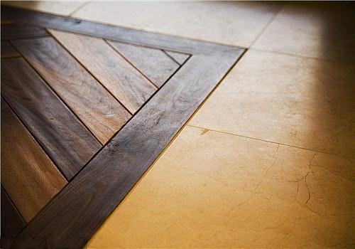 客厅铺木地板好还是地砖好 有什么区别?
