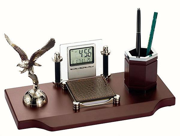办公桌风水摆放位置 办公桌上摆什么风水好
