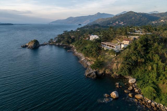 曝巴西大西洋旁的豪宅 用无边泳池做阳台