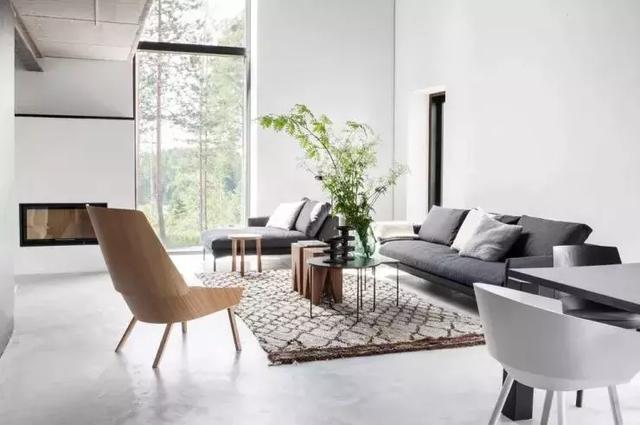 家具全部靠墙摆放